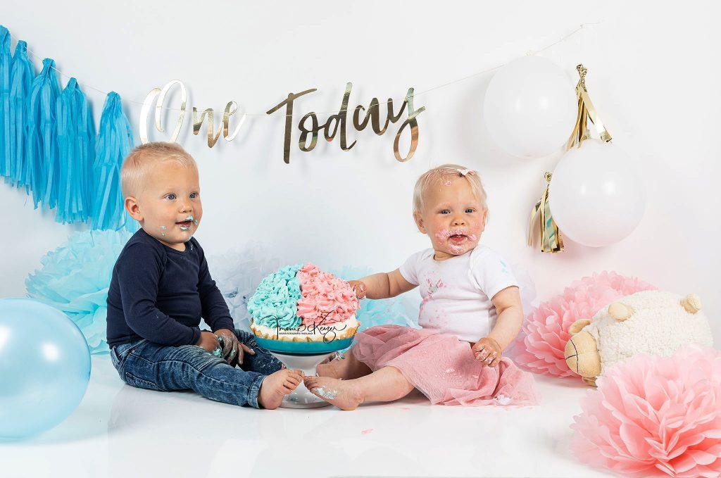Baby tweeling viert verjaardag