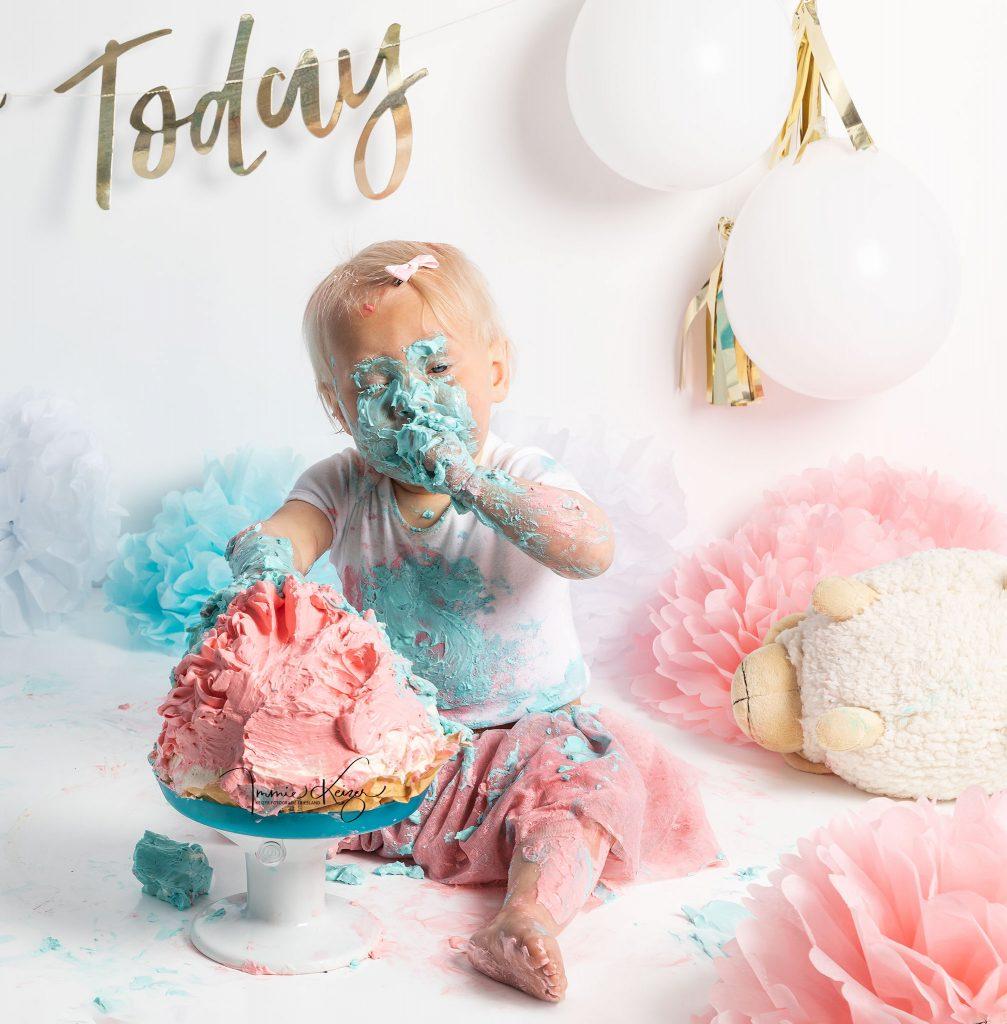 cakesmash Fotoshoot Baby Eet taart